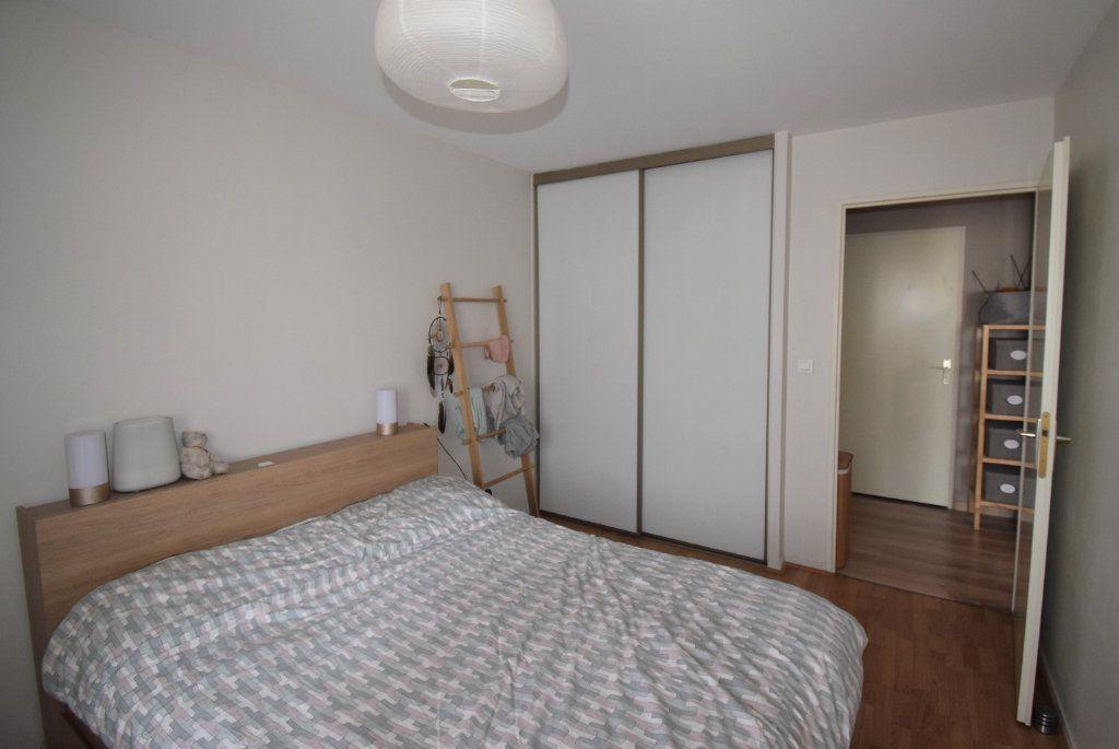 Appartement à louer 3 69.11m2 à Lyon 8 vignette-8