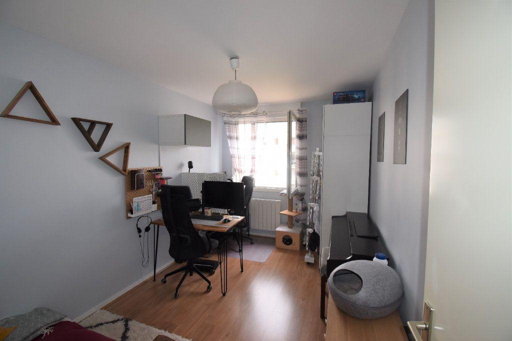 Appartement à louer 3 69.11m2 à Lyon 8 vignette-9