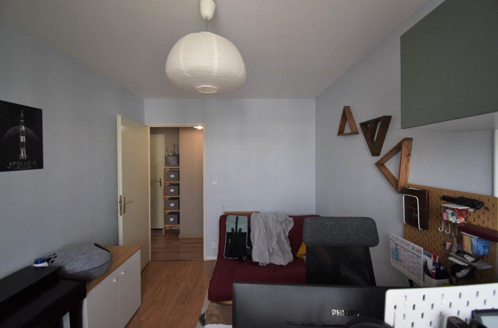 Appartement à louer 3 69.11m2 à Lyon 8 vignette-10