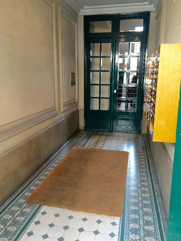 Appartement à louer 3 43m2 à Paris 14 vignette-11