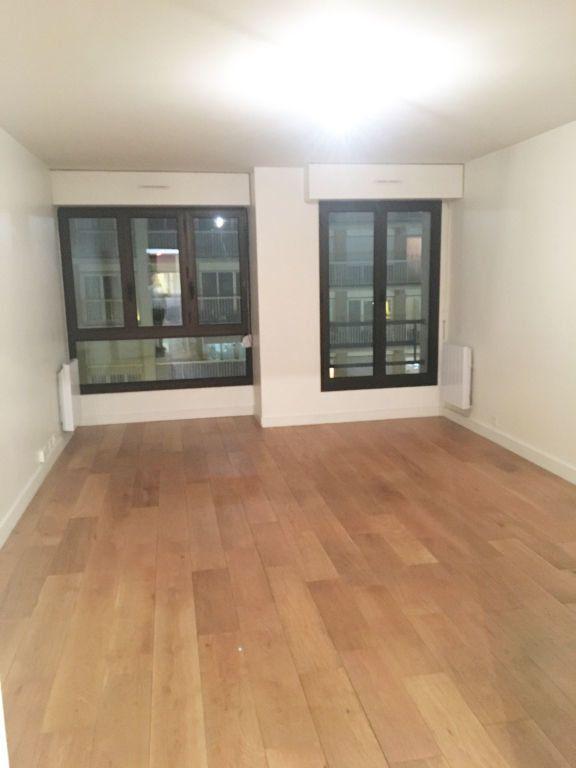 Appartement à louer 3 69.77m2 à Paris 11 vignette-1