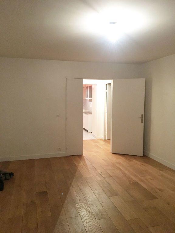 Appartement à louer 3 69.77m2 à Paris 11 vignette-3