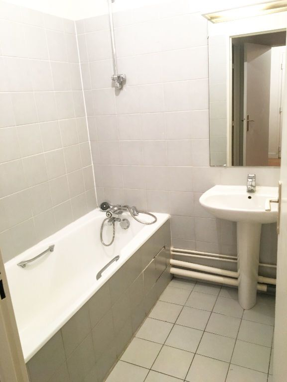 Appartement à louer 3 69.77m2 à Paris 11 vignette-8
