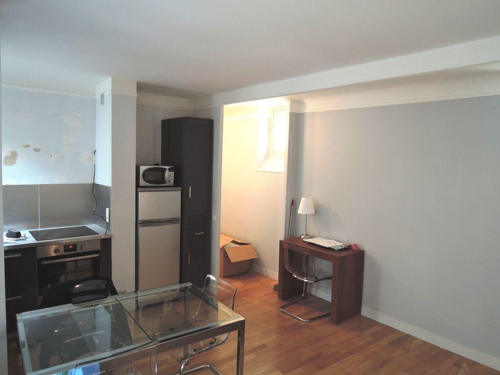 Appartement à louer 2 45m2 à Paris 20 vignette-9