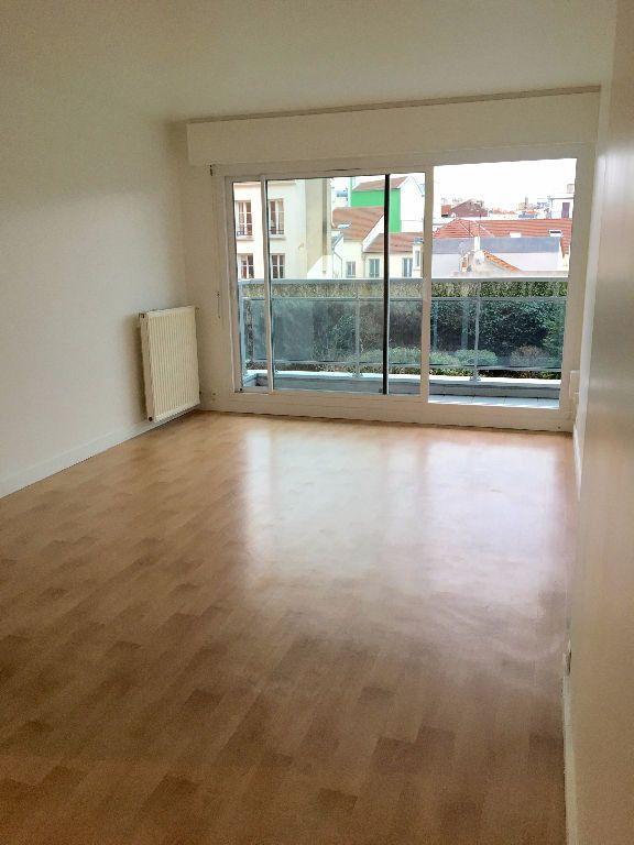 Appartement à louer 2 48.91m2 à Paris 20 vignette-2