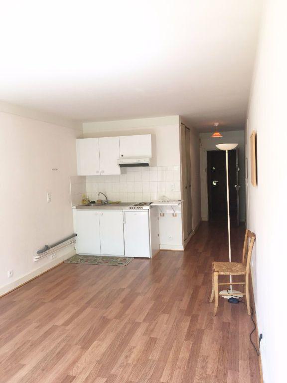 Appartement à louer 1 28m2 à Paris 11 vignette-6