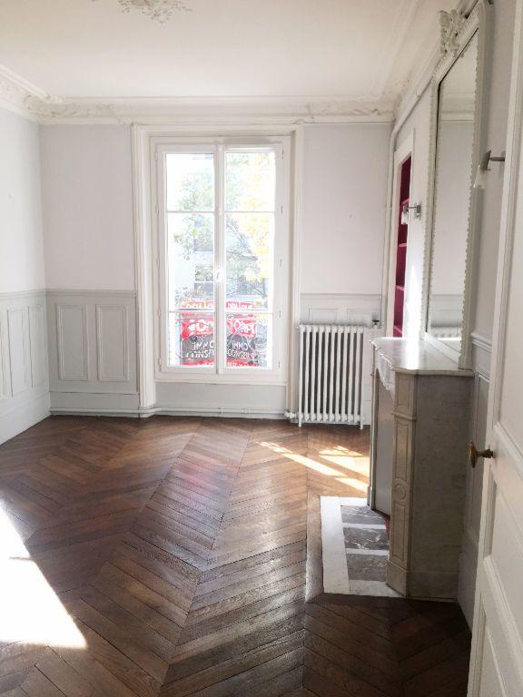 Appartement à louer 2 63.64m2 à Paris 11 vignette-1