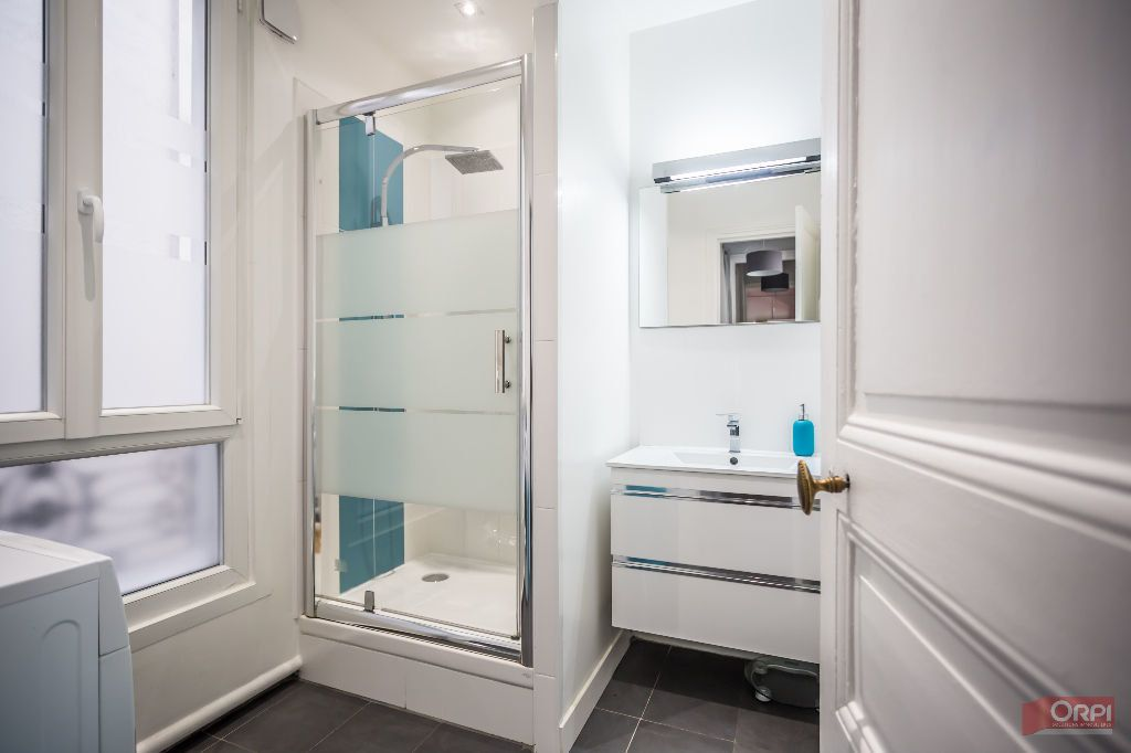Appartement à louer 2 63.64m2 à Paris 11 vignette-8