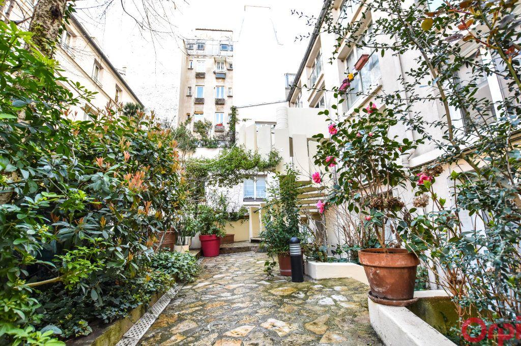 Appartement à vendre 4 83.5m2 à Paris 11 vignette-1