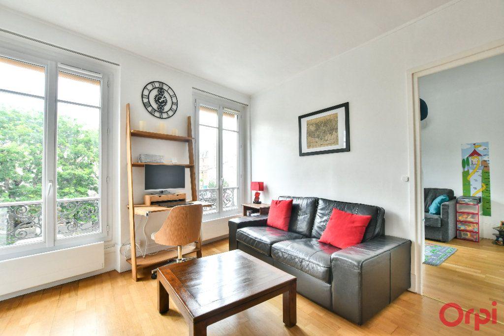 Appartement à vendre 3 50m2 à Paris 11 vignette-2