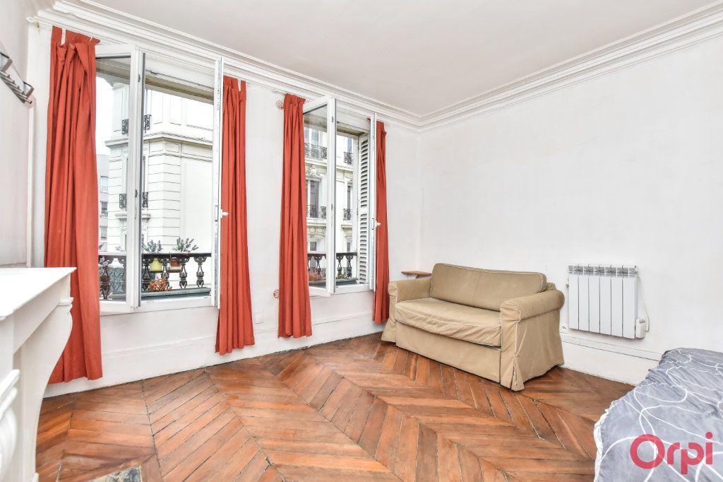 Appartement à vendre 2 36m2 à Paris 18 vignette-1