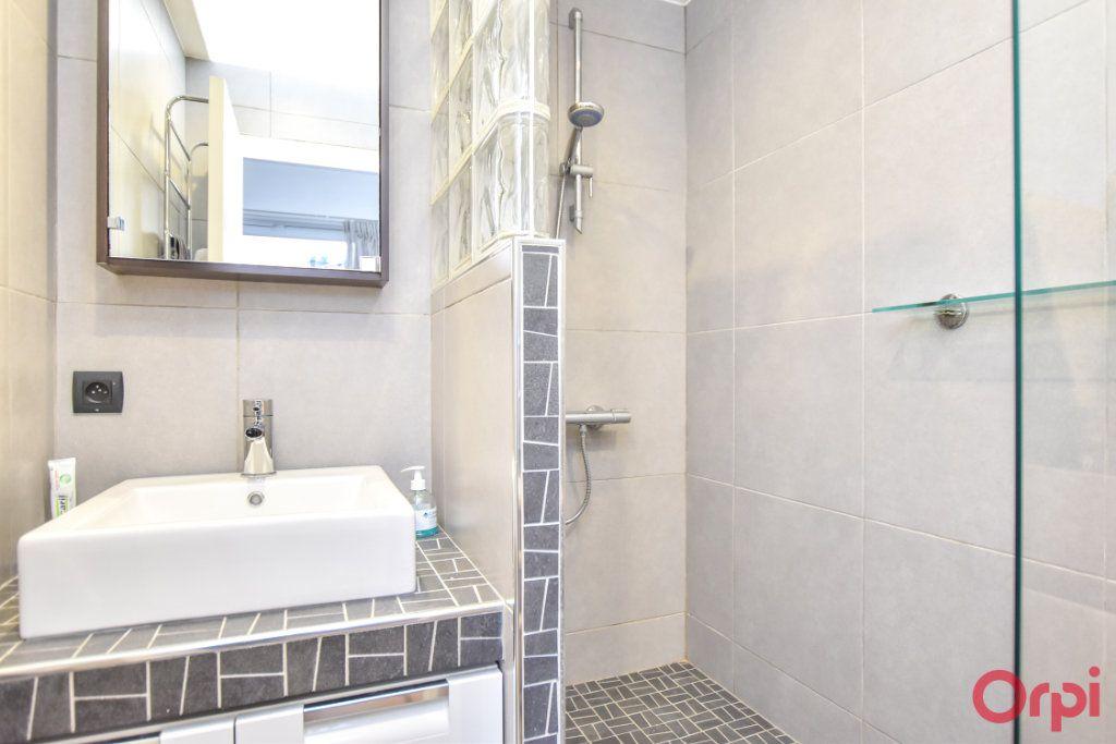Appartement à vendre 5 148m2 à Paris 20 vignette-9