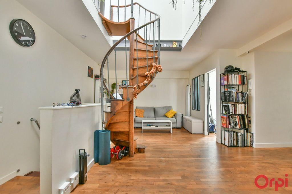 Appartement à vendre 4 77m2 à Paris 11 vignette-1