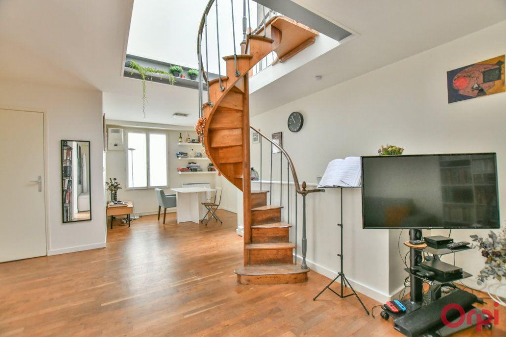 Appartement à vendre 4 77m2 à Paris 11 vignette-2