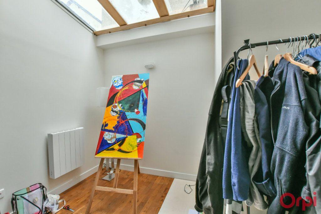 Appartement à vendre 4 77m2 à Paris 11 vignette-3