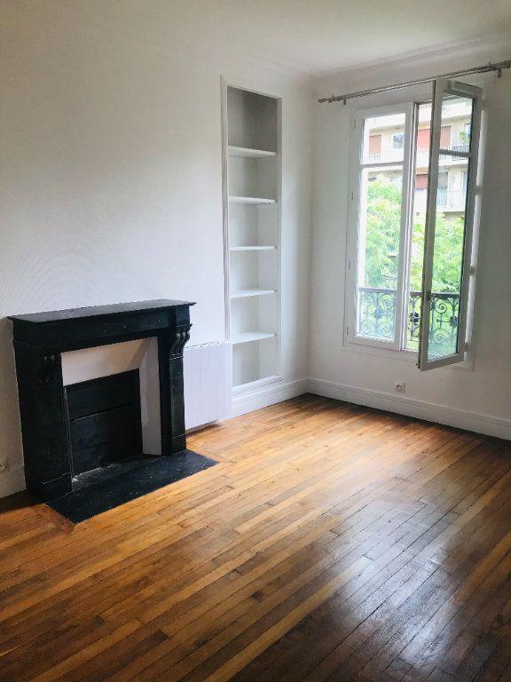 Appartement à louer 2 32.5m2 à Paris 11 vignette-1