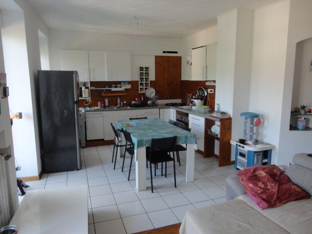 Appartement à vendre 5 93.1m2 à Rumilly vignette-1