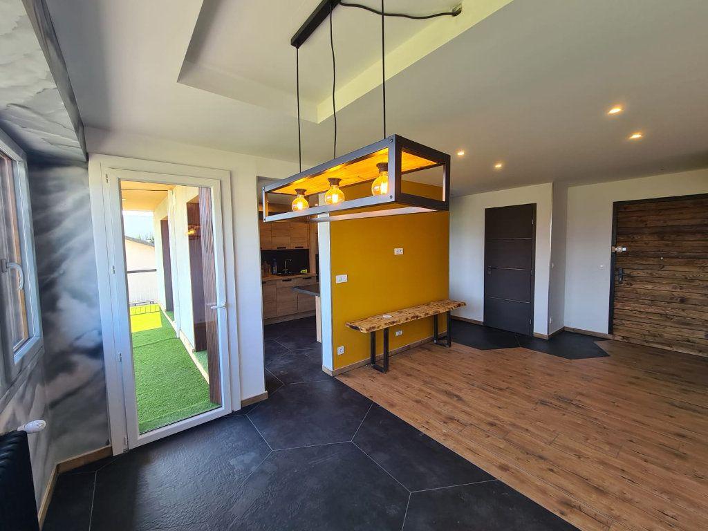 Appartement à vendre 3 67.29m2 à Rumilly vignette-3