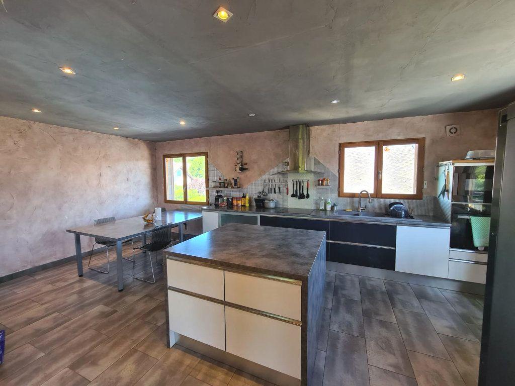Maison à vendre 6 214.84m2 à Hauteville-sur-Fier vignette-1