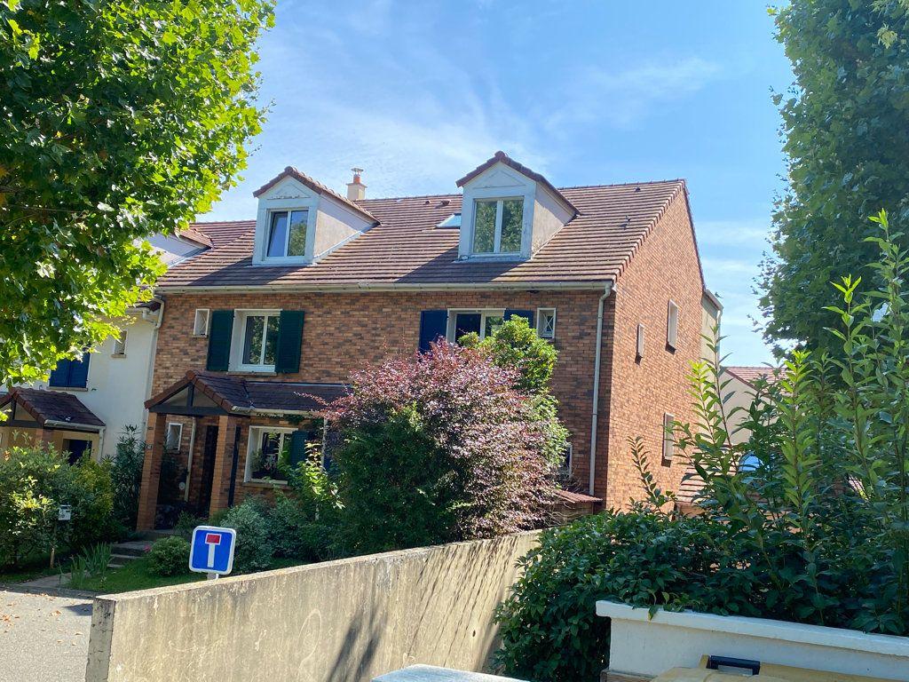 Maison à louer 6 160m2 à Saint-Germain-en-Laye vignette-1