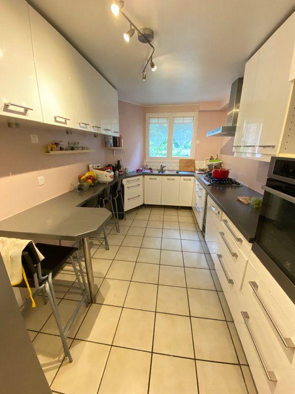 Maison à louer 6 160m2 à Saint-Germain-en-Laye vignette-6