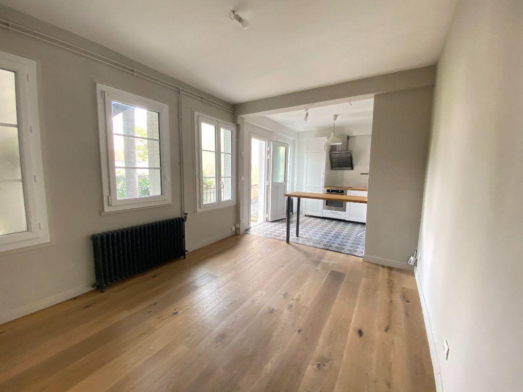 Appartement à louer 2 37.31m2 à Saint-Germain-en-Laye vignette-1