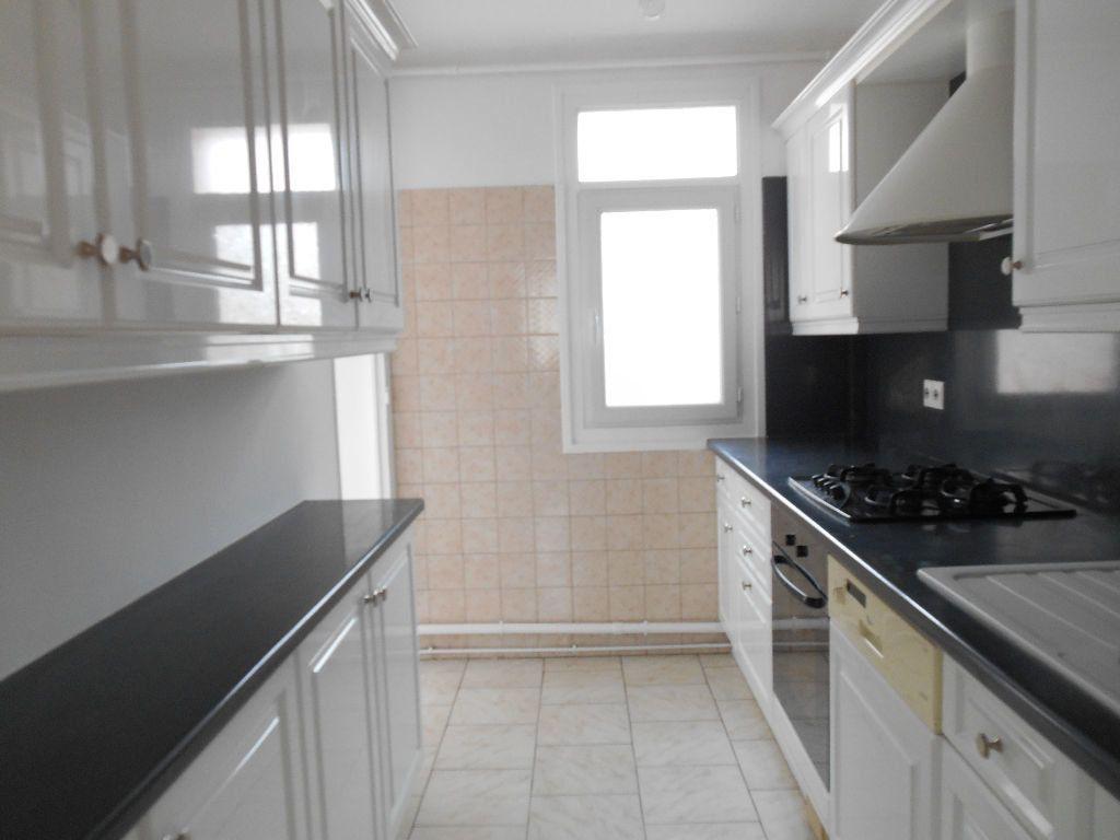 Appartement à louer 3 64m2 à Cannes vignette-1