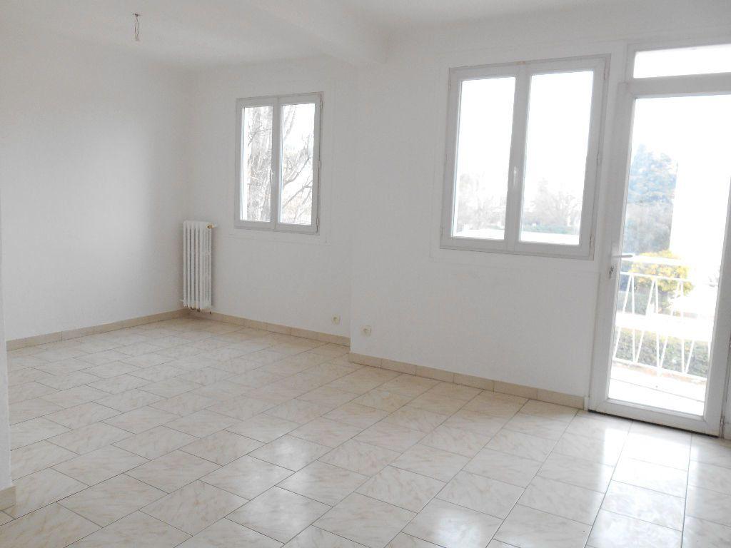 Appartement à louer 3 64m2 à Cannes vignette-2