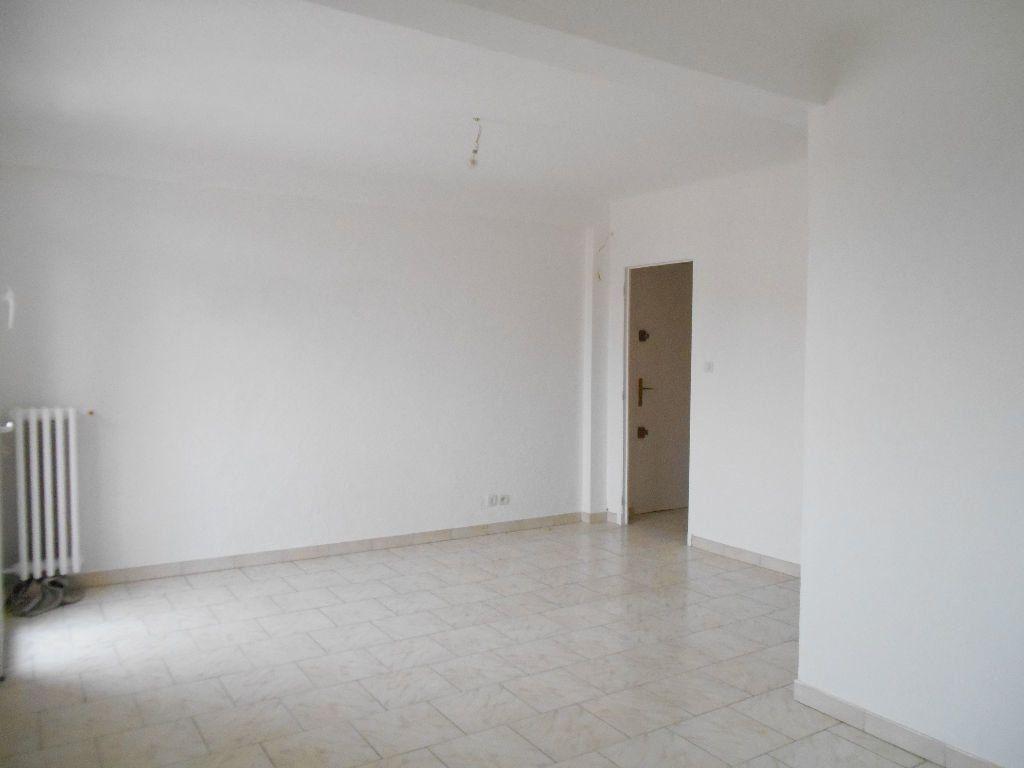 Appartement à louer 3 64m2 à Cannes vignette-3