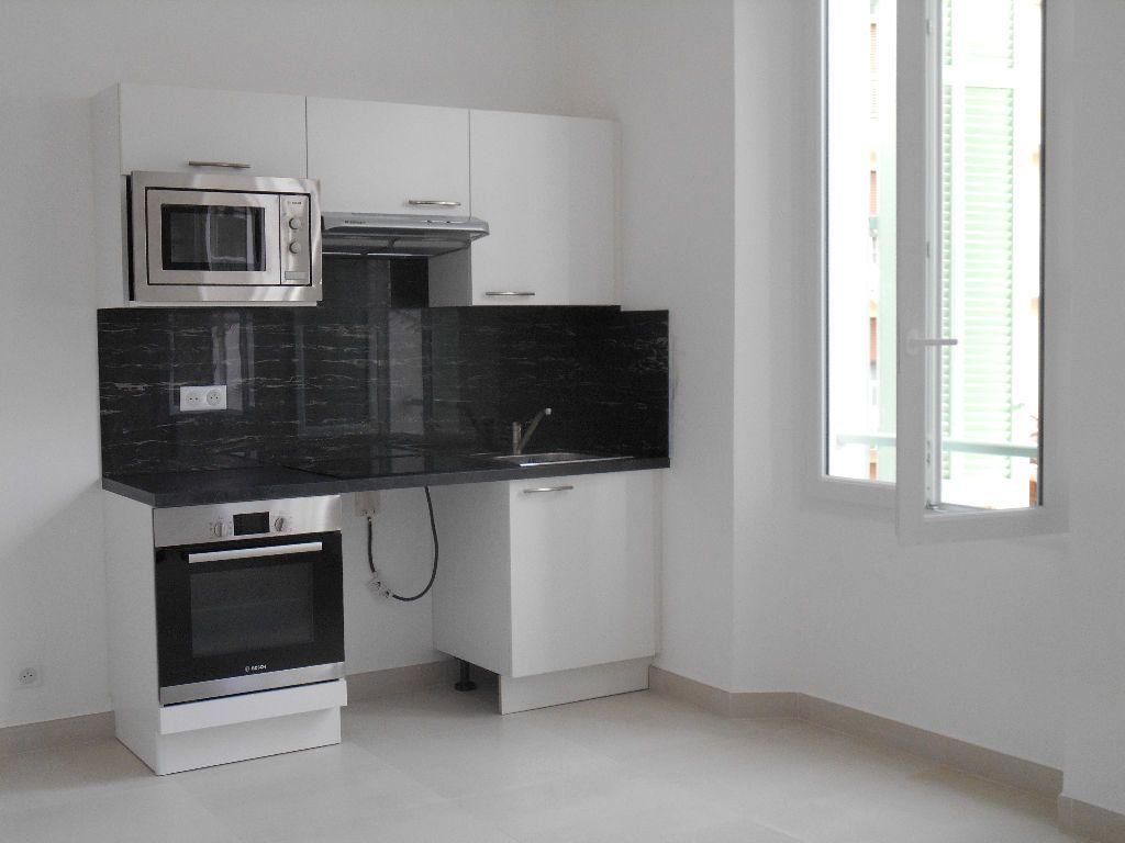 Appartement à louer 1 22.7m2 à Cannes vignette-1