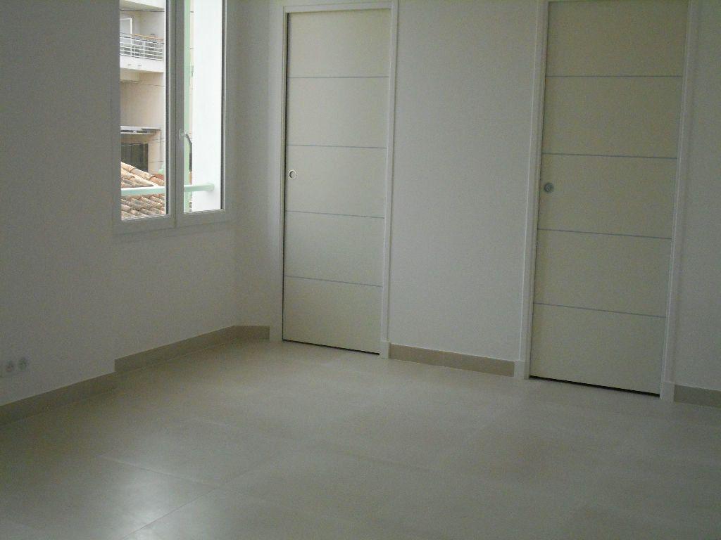 Appartement à louer 1 22.7m2 à Cannes vignette-5