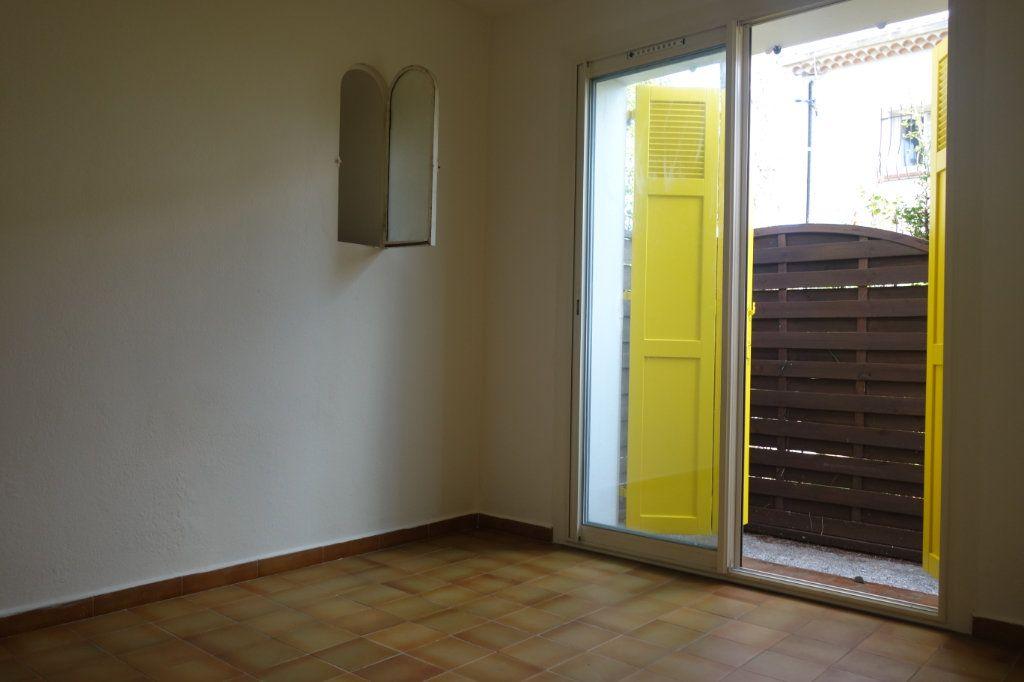 Appartement à louer 2 47m2 à Cannes vignette-5