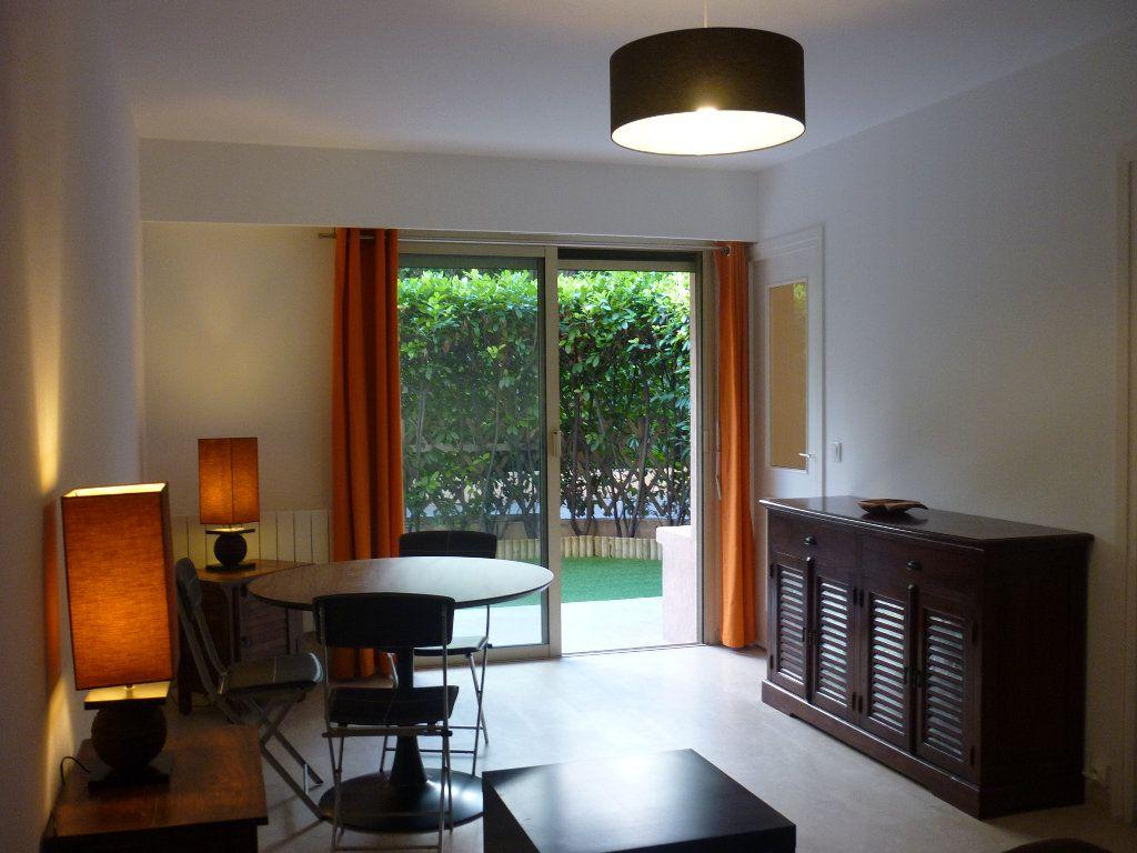 Appartement à louer 1 32m2 à Le Cannet vignette-1
