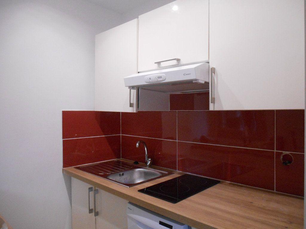 Appartement à louer 1 32m2 à Le Cannet vignette-5