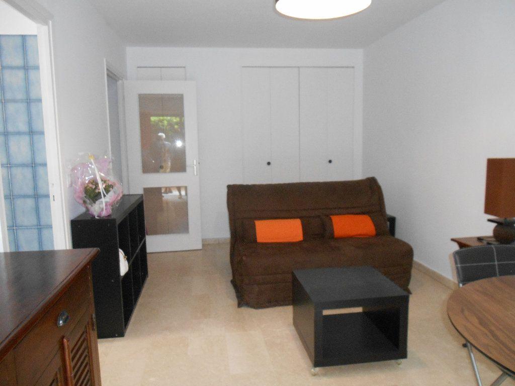Appartement à louer 1 32m2 à Le Cannet vignette-7