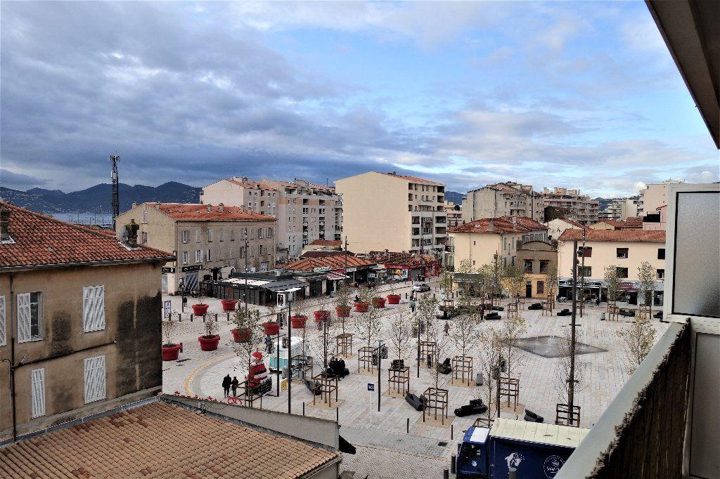 Appartement à vendre 1 27.3m2 à Cannes vignette-3