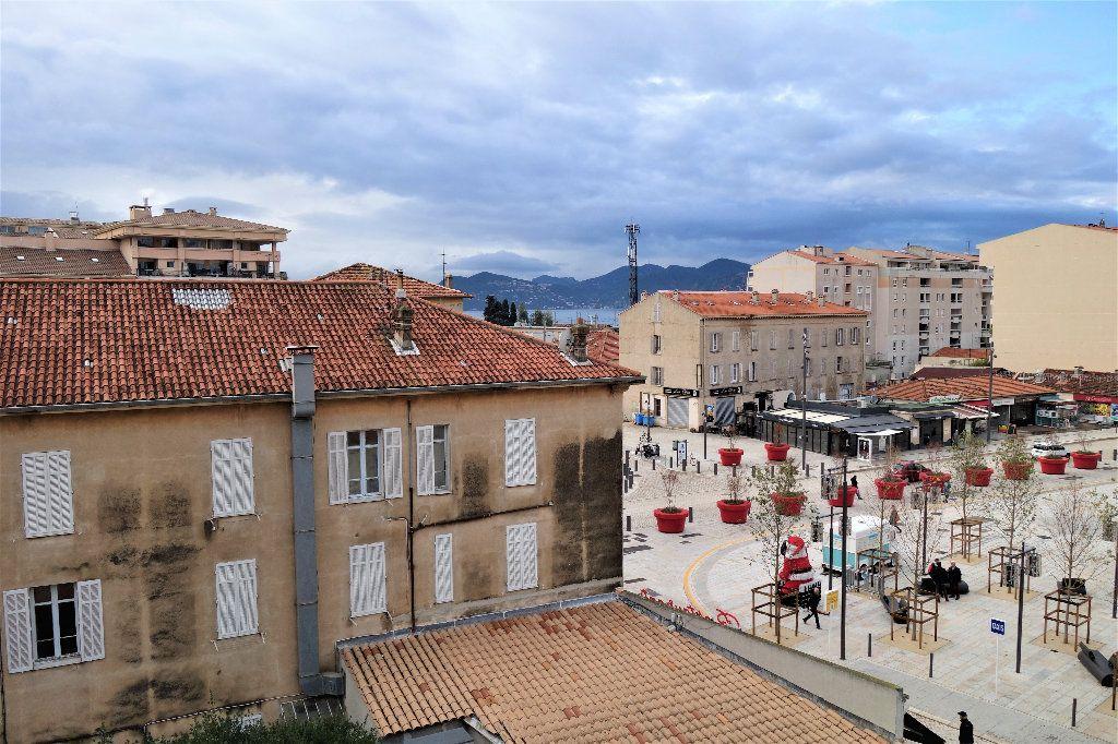 Appartement à vendre 1 27.3m2 à Cannes vignette-4