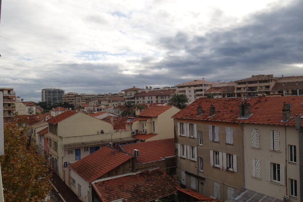 Appartement à vendre 1 27.3m2 à Cannes vignette-8