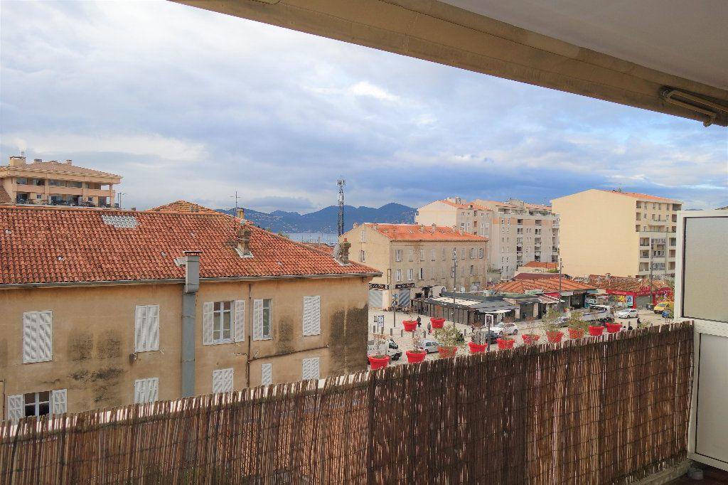Appartement à vendre 1 27.3m2 à Cannes vignette-12