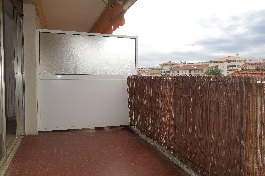 Appartement à vendre 1 27.3m2 à Cannes vignette-17