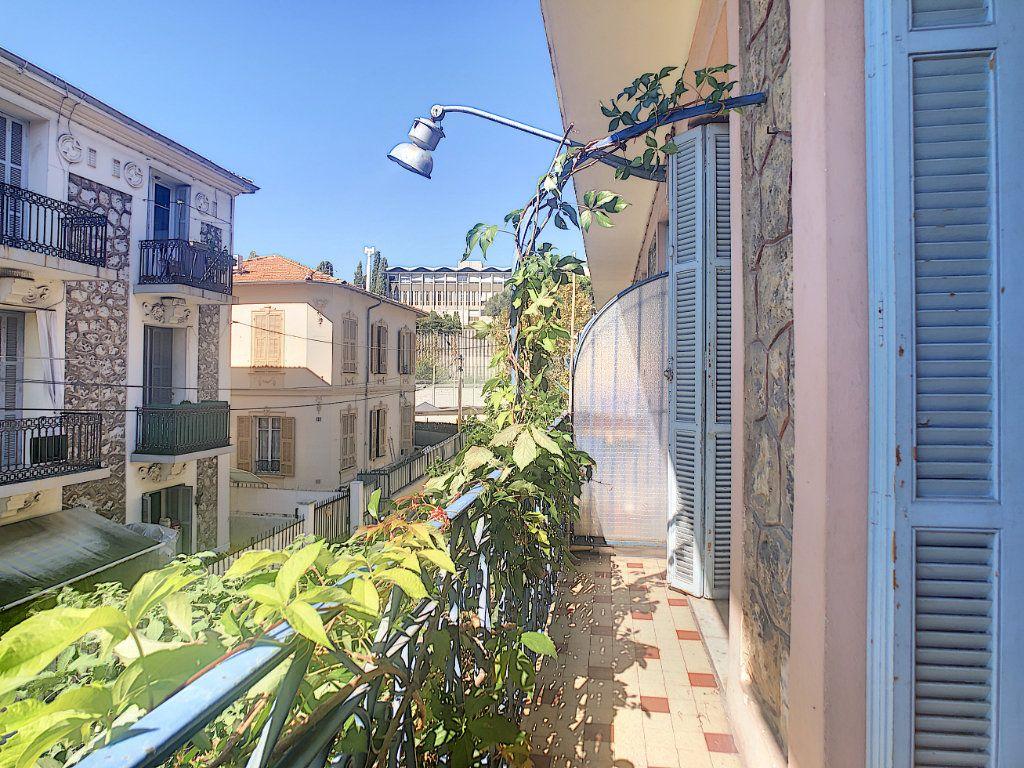 Appartement à louer 2 33.75m2 à Nice vignette-2
