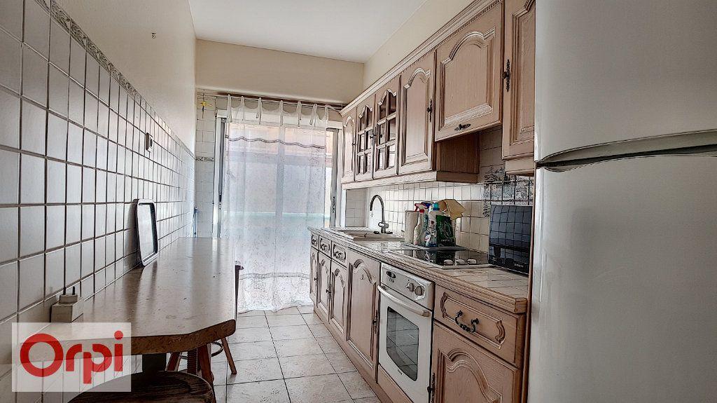Appartement à louer 2 72m2 à Antibes vignette-4