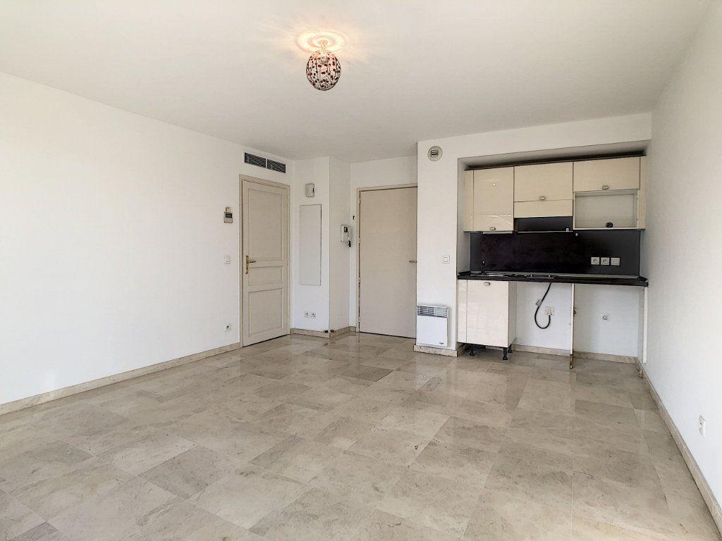 Appartement à louer 2 37.76m2 à Antibes vignette-2