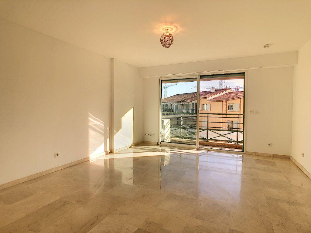 Appartement à louer 2 37.76m2 à Antibes vignette-3