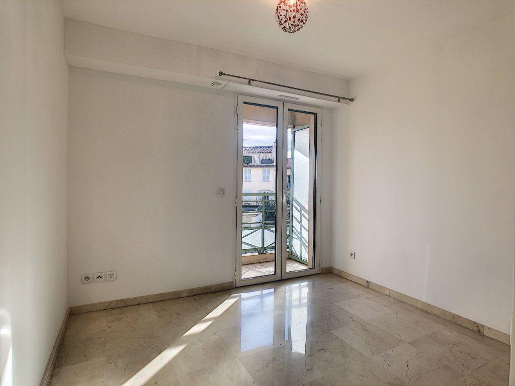 Appartement à louer 2 37.76m2 à Antibes vignette-5