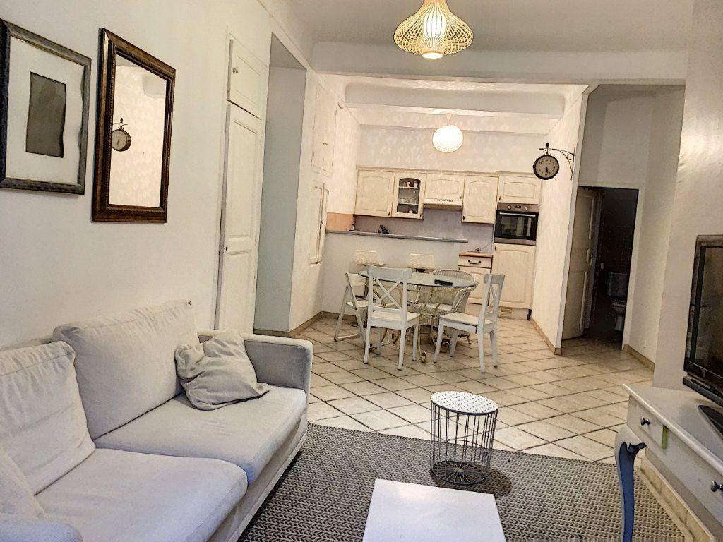 Appartement à louer 3 56m2 à Cannes vignette-1