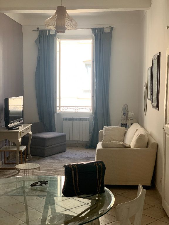 Appartement à louer 3 56m2 à Cannes vignette-2