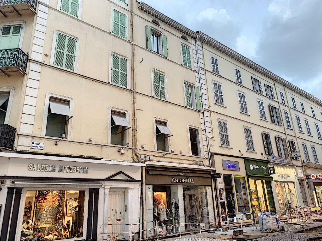 Appartement à louer 3 56m2 à Cannes vignette-7