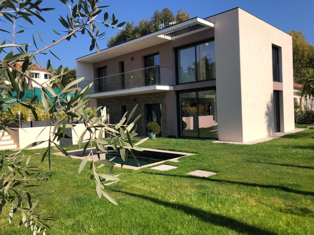 Maison à vendre 5 140m2 à Antibes vignette-1