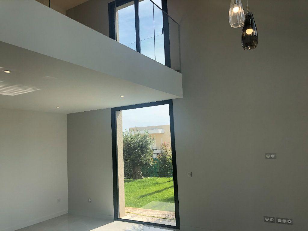 Maison à vendre 5 140m2 à Antibes vignette-3